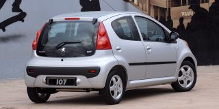 peugeot 107 1 0 urban 2013 2 car specs peugeot 107 specifications information on peugeot. Black Bedroom Furniture Sets. Home Design Ideas